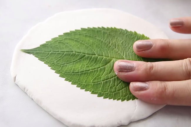 Press Leaf for Clay Dishes