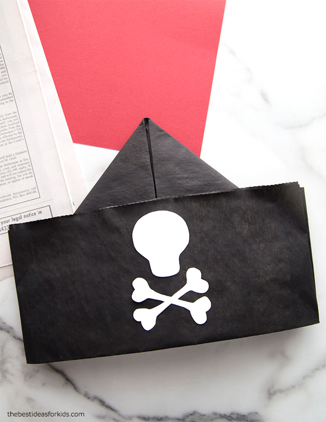 pirate hat newspaper | Fun recycled projects, Pirate hats, Party ... | 841x650