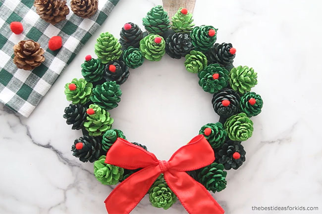 Pine Cone Christmas Wreath